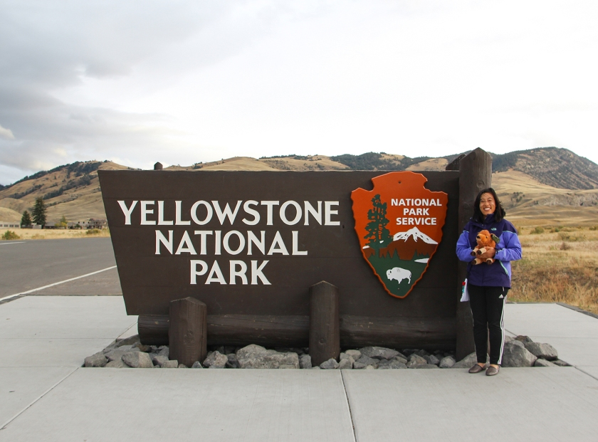 Even park rangers like photos with the NPS entrance signs